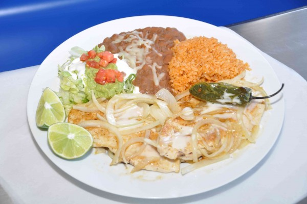 Pollo-Fundido-Dinner-Plate